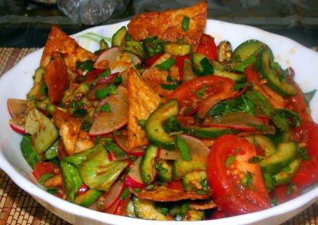 Рецепт Ливанский салат Фаттуш (Fattoush) с чипсами из лаваша