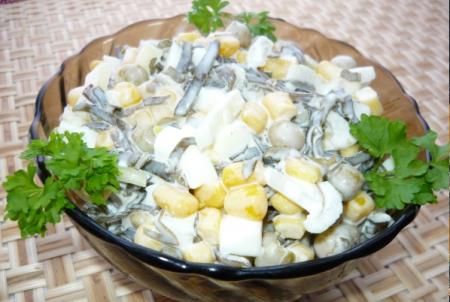 Рецепт Салат из морской капусты с кукурузой