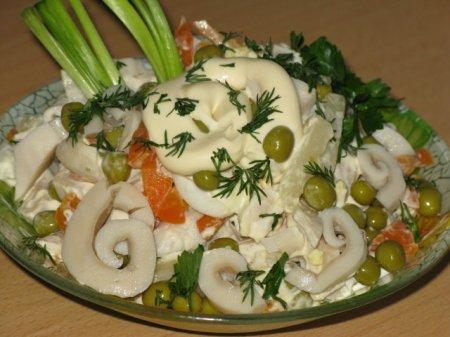 Рецепт Салат с кальмарами овощной