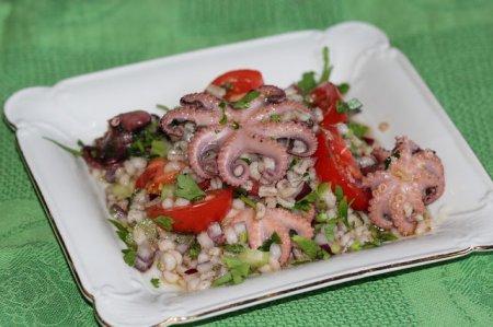 Салат с перловой крупой и осьминожками