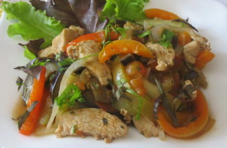 Горячий салат по-кубински Акустумбрадо
