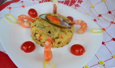 Рецепт Салат с кус-кусом, морепродуктами, белыми грибами и беконом, заправленный тыквенным маслом