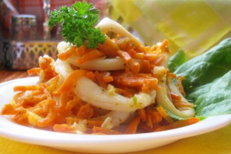 Рецепт Кальмары тушеные с луком и морковью