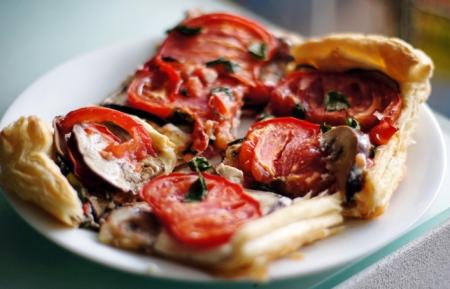 Рецепт Пирог из слоеного теста с сыром и баклажаном