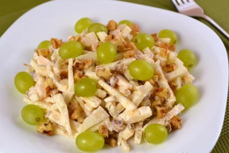 Рецепт Салат из корня сельдерея и винограда