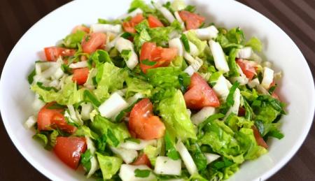Рецепт Салат из пекинской капусты и помидоров