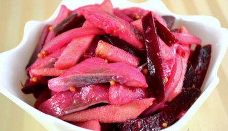 Рецепт Салат из свеклы, селедки и яблок