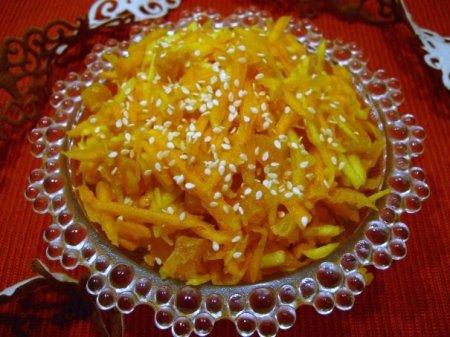 Рецепт Салат из тыквы, яблок и кураги