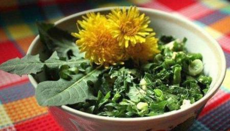 """Рецепт Салат из листьев одуванчика """"Весенний"""""""