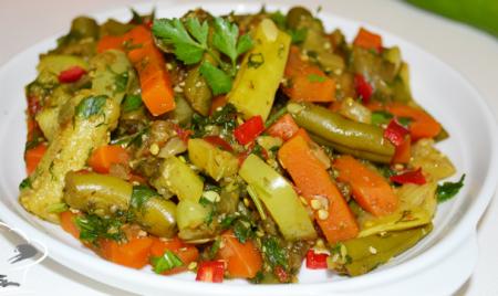 Рецепт Теплый овощной салат со стручковой фасолью, морковью, кабачками и баклажанами