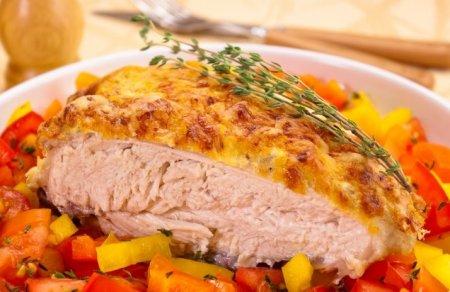 Рецепт Куриная грудка под сметанно-чесночным соусом