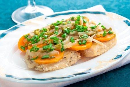 Рецепт Рыба, тушенная с овощами в фольге