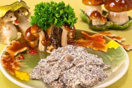 Рецепт Шампиньоны, жаренные с маком и сметаной