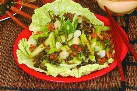 Салат из овощей с грибами и морской капустой