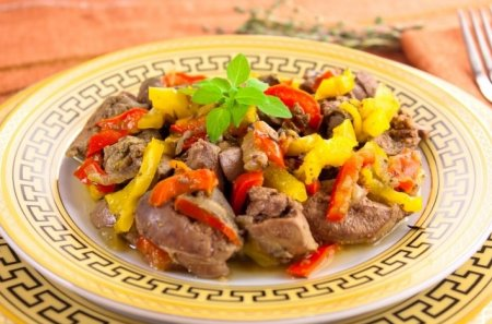 Рецепт Куриная печень, жаренная с луком и болгарским перцем