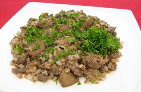 Рецепт Куриная печень, жаренная с грибами и гречкой