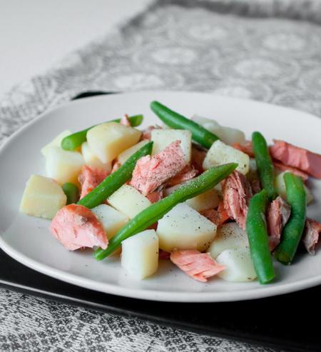 Салат из форели с картофелем и зеленой