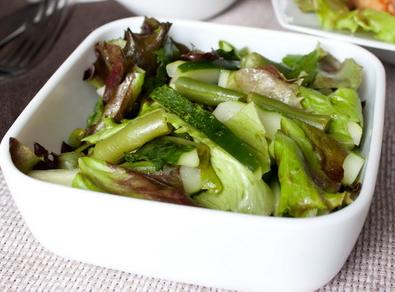 Рецепт Салат с огурцами и мятой