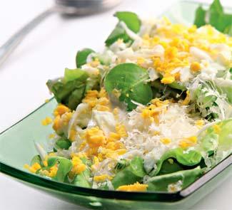 Рецепт Зеленый салат с яично-сырной заправкой