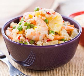 """Рецепт Салат """"Таити"""" с рисом, кукурузой и креветками"""