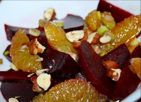 Рецепт Салат из красной свеклы, апельсином и орехами (фундук)