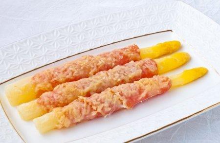 Рецепт Спаржа, запеченная с беконом и сыром