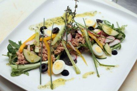 Рецепт Cалат с консервированным тунцом «Нисуаз»
