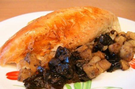 Рецепт Курица, жаренная с яблоками и черносливом