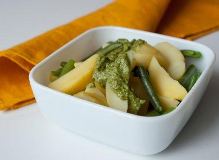 Рецепт Картофельный салат с зеленой фасолью и песто