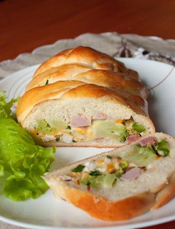 Рецепт Плетеный пирог с ветчиной, индейкой и брокколи
