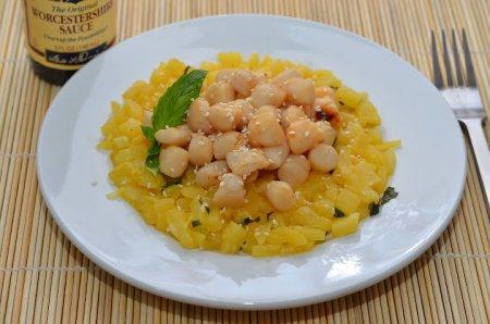 Рецепт Салат из морских гребешков с ананасами