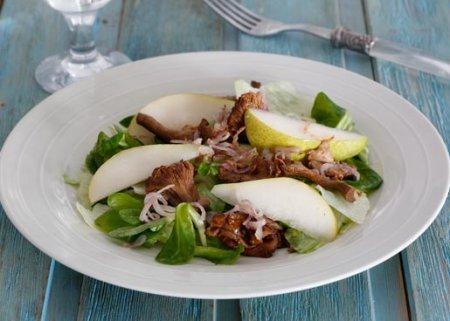 Рецепт Салат с лисичками и грушами