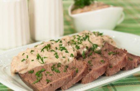 Рецепт Говядина, запеченная в рукаве, с грибным соусом