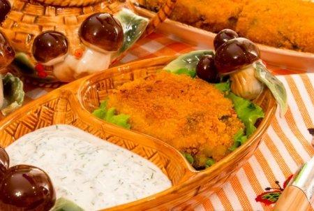 Рецепт Картофельно-грибные котлеты со сметанным соусом
