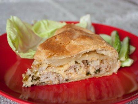 Рецепт Пирог из слоеного теста с мясом и сыром