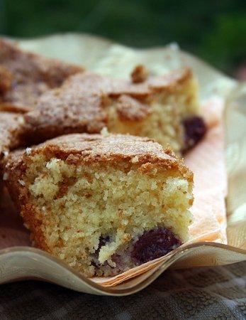 Рецепт Пирог с белым шоколадом, миндалем и вишней