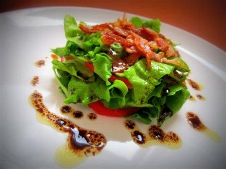 Рецепт Салат из свежих овощей с хрустящим беконом