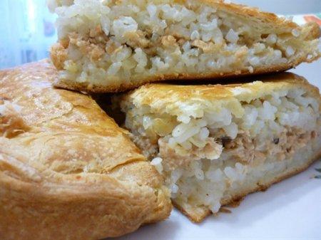 Рецепт Пирог с красной рыбой и рисом из слоёного теста