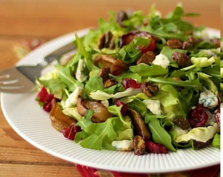 Рецепт Грушевый салат с заправкой из шампанского и меда