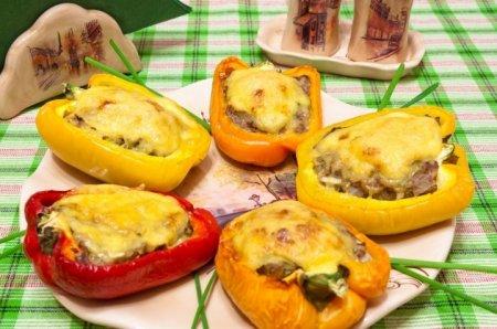 Рецепт Перец, фаршированный говядиной и брокколи