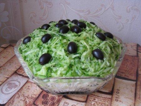 """Рецепт Слоеный салат """"Венеция"""" с черносливом"""