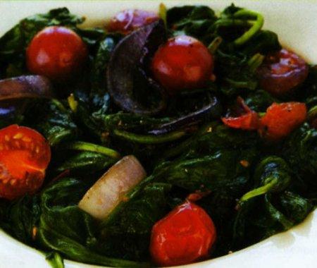 Рецепт Теплый салат из шпината и красного лука