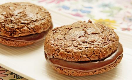 Рецепт Миндальное печенье «Макарон» с шоколадной начинкой