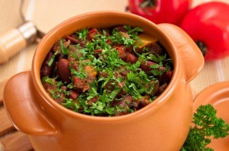 Рецепт Горшочки с мясом, фасолью и грибами
