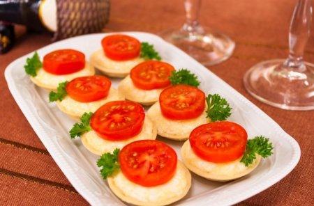 Рецепт Тарталетки с сыром и помидорами