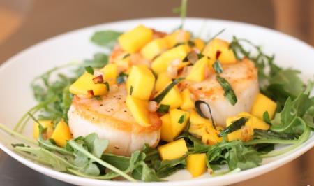Рецепт Морские гребешки с ананасовой сальсой