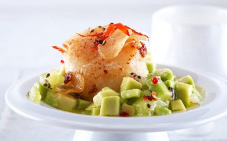 Рецепт Салат из морских гребешков и авокадо