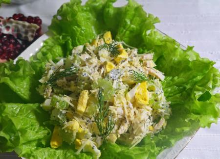 Рецепт Салат с сельдереем, куриной грудкой с маковой заправкой