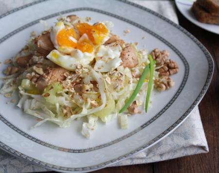 Рецепт Салат из пекинской капусты с куриным филе, стеблевым сельдереем с яйцом