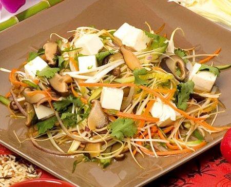 Рецепт Салат из сыра тофу с грибами